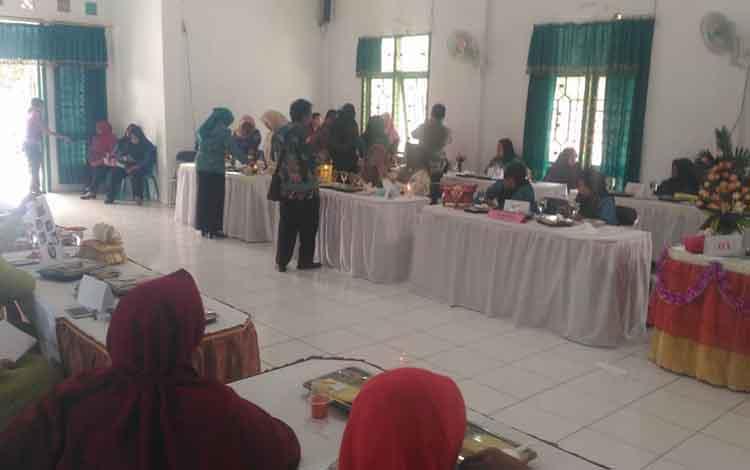 Pelaksanaan lomba cipta menu Beragam, Bergizi, Seimbang dan Aman (B2SA) yang digelar DKPP Sukamara di Hari Pangan Sedunia