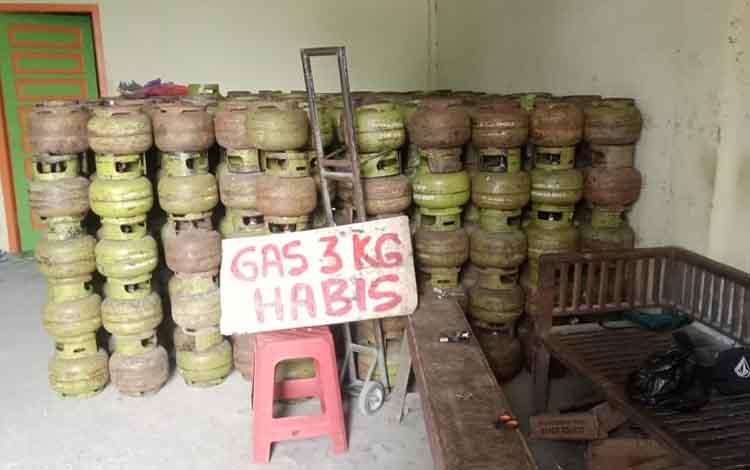Gas elpiji 3 Kg habis di agen Jalan Asam Buntok. Kondisi ini sudah terjadi selama 1 Minggu