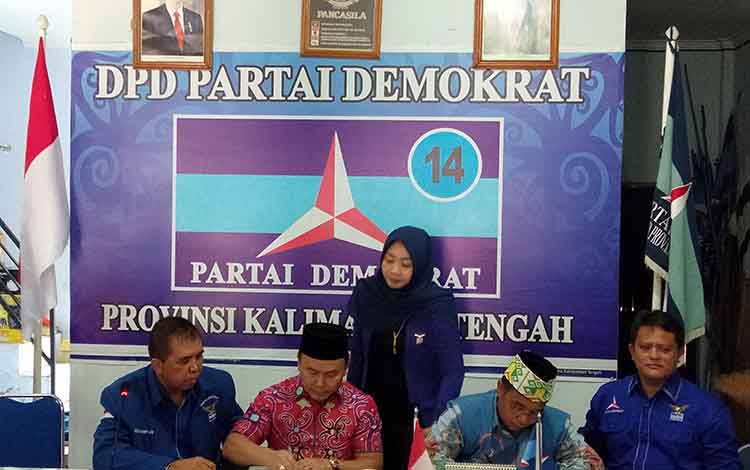 Seusai mendaftar ke DPD Partai Golkar, pasangan Sugianto Sabran - Habib Ismail bin Yahya berlanjut mendaftar ke DPD Partai Demokrat Kalteng, Kamis, 10 Oktober 2019.