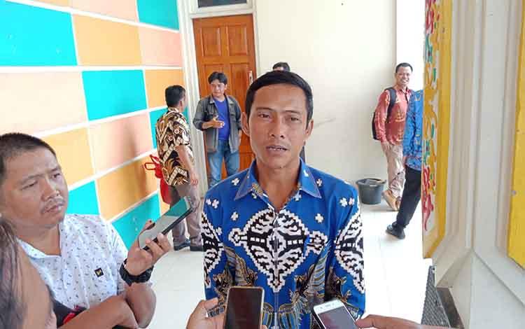 Anggota DPRD Murung Raya, Tafruji saat menyampaikan hasil reses dibeberapa Desa Kecamatan Murung, Kamis 10 Oktober 2019. Dewan dapat laporan jika progres pembangunan di desa sangat lambat