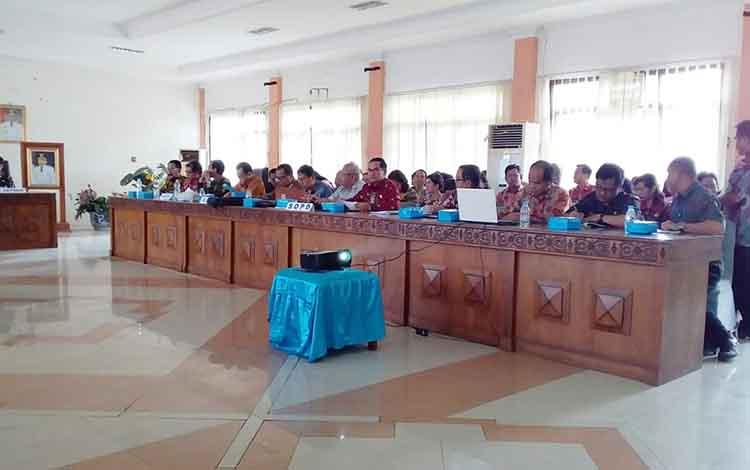 Pemerintah Kabupaten Barito Timur menggelar rapat penataan aparatur sipil negara atau ASN di ruang rapat bupati, Kamis, 10 Oktober 2019.
