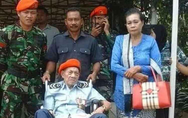 Imanuel Nuhan semasa masa hidup. Penerjun pertama TNI AU ini meninggal pada Rabu 9 Oktober 2019