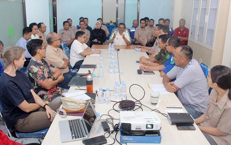 PT Sawit Sumbermas Sarana Tbk atau SSMS melaksanakan kick off meeting implementasi kebijakan keberlanjutan (suistainibility policy).