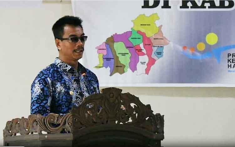 Wakil Bupati Barito Utara Sugianto Panala Putra saat membuka  dan memberikan sambutan pada kegiatan sosialisasi Program Keluarga Harapan (PKH) di aula BappedaLitbang, Kamis 10 Oktober 2019