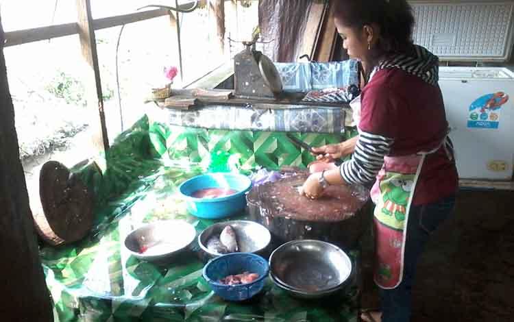 Ikan nila di Kasongan saat ini dijual mahal karena pasokan terbatas