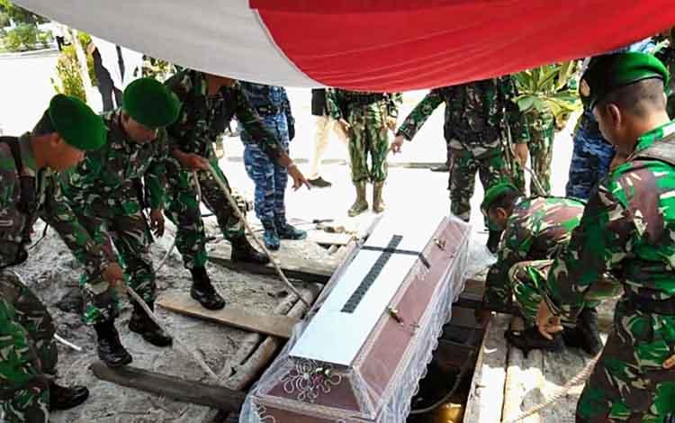 Komandan Korps Pasukan Khas TNI Angka Udara Marsekal Muda atau Dankorpaskhas Marsda TNI, Eris Widodo menilai penerjun pertama TNI AU (purn) Imanuel Nuhan merupakan sosok pekerja keras.