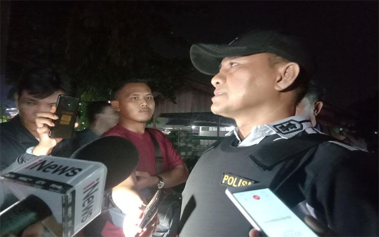 Kasub Satgas Ditresnarkoba Polda Kalteng AKBP M. Fadli memberikan keterangan kepada wartawan. Selama Operasi Antik Telabang sudah ada 50 an kasus narkotika di Kalimantan Tengah