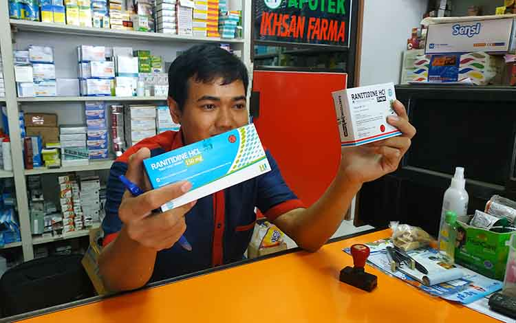 Setelah Badan Pengawas Obat dan Makanan (BPOM) resmi menarik izin peredaran Ranitidin yang mengandung cemaran N-Nitrosodimethylamine, salah satu apotek di Muara Teweh, Kabupaten Barito Utara,yakni Ikhsan Farma, tidak lagi menjual obat lambung tersebut.