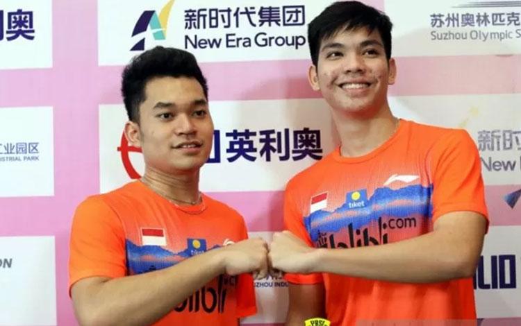 Ganda putra bulutangkis Indonesia Leo Rolly Carnando (kiri) dan Daniel Marthin yang berlaga di Kejuaraan Dunia Junior (WJC) 2019 di Rusia. (ANTARA/HO/PBSI)