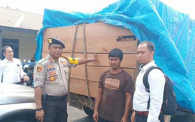 Kayu ilegal milik tersangka S(49) yang diamankan petugas Polsek Pahandut, ternyata rencananya digunakan untuk membangun dapur.