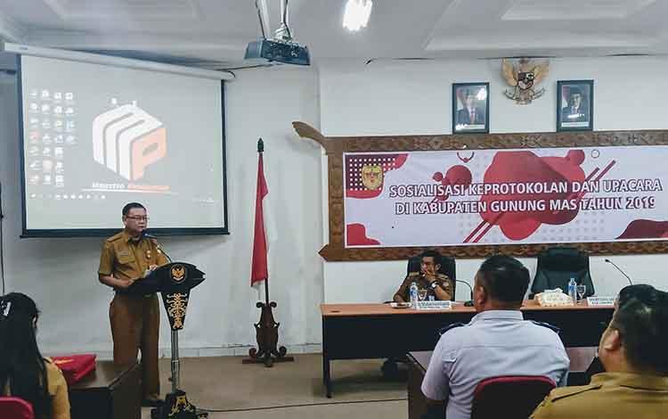 Seketaris Daerah Gumas , Yansiterson saat mebaca laporan Bupati Gumas, Jaya S Monong
