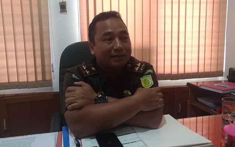 Kepala Seksi Penyidikan (Kasidik) Kejati Kalteng Rahmad Isnaini mengatakan, Kejati masih menghitung jumlah kerugian negara akibat tindak pidana korupsi di Perusahaan Daerah Air Minum (PDAM) Kapuas.