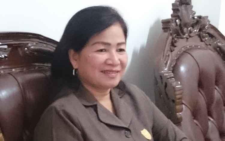 Anggota DPRD Kabupaten Gunung Mas, Lily Rusnikasi, mengaprsiasi banyak pendaftar calon anggota BPD.