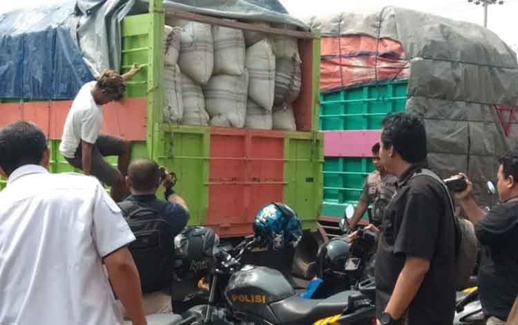 Satu dari Tiga Pembawa Daun Kratom Sebanyak Dua Truck Pengguna Natkotika