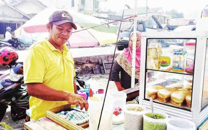 Pedagang di depan Pasar Tamiang Layang mengaku pasrah terhadap penertiban yang dilakukan Pemkab Barito Timur, Selasa, 15 Oktober 2019.