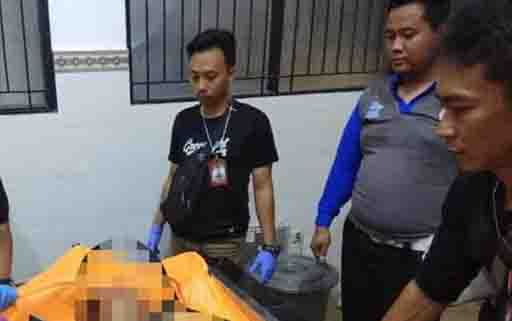 Jenazah remaja pengendara sepeda motor, korban kecelakaan di RSUD dr Doris Sylvanus Palangka Raya. Remaja itu tewas setelah menabrak trotoar.