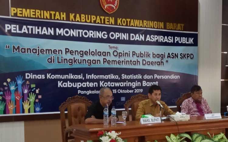 Ediya Moralia, Pemred Borneonews.co.id dan Selamatta Sembiring menjadi pemateri pelatihan monitoring dan aspirasi Publik yang diadakan Diskominfo Kobar, Selasa 15 Oktober 2019