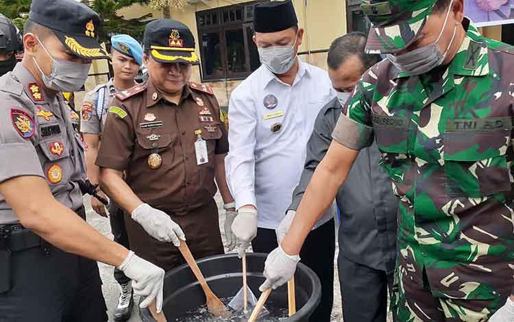 Kapolres Sukamara AKBP Sulistiyono mengatakan, pihaknyaterus mempelajari strategi yang digunakan para pengedar narkoba dalam beraksi.