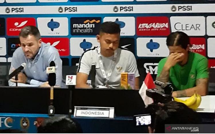 Gelandang serang tim nasional Indonesia Irfan Bachdim mengatakan, semua pemain timnas wajib mengevaluasi diri usai dikalahkan Vietnam 1-3 dalam lanjutan Grup G Kualifikasi Piala Dunia 2022 zona Asia, Selasa (15/10).