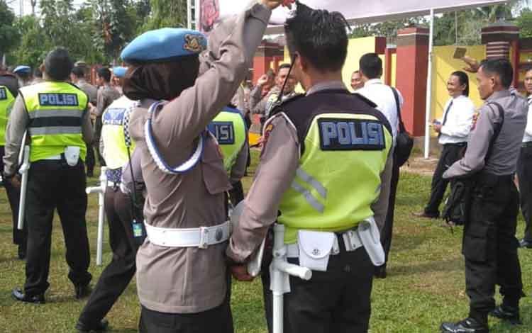 Dari 133 personel Polres Barito Timur yang terkena inspeksi mendadak (sidak) oleh Prompam Polda Kalimantan Tengah yang dipimpin Kasubbidprovos Polda Kalteng AKBP Pujo Sulistiadi, ditemukan anggota berseragam yang berambut panjang dan berjenggot.