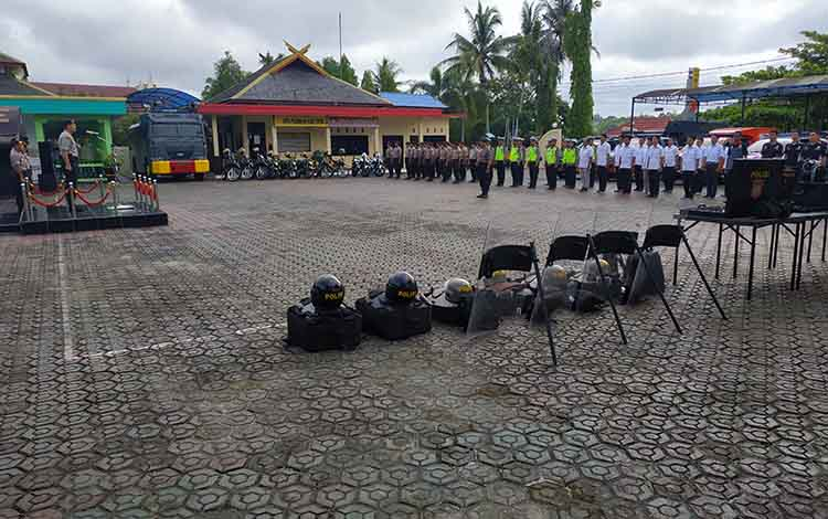 Polres Barito Utara menggelar apel siaga dalam rangka kesiapan pengamanan pelantikan Presiden dan Wakil Presiden Indonesia, Kamis, 17 Oktober 2019.
