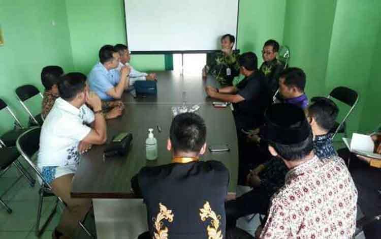 DPRD Kotim saat sidak ke RSUD dr Murjani Sampit. Wakil Ketua DPRD Kotawaringin Timur, H. Rudianur menginginkan agar konsentrasi program infrastruktur kesehatan diarahkan ke daerah pelosok.