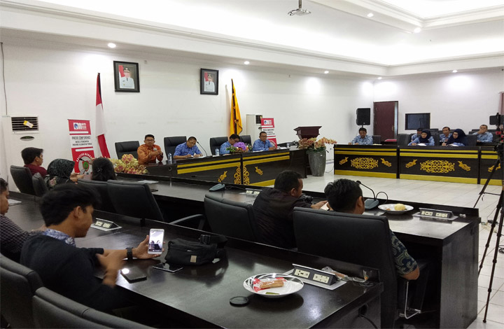 Pemerintah Provinsi Kalimantan Tengah melalui Dinas Pekerjaan Umum dan Penataan Ruang atau PUPR Kalteng juga membantu menangani masalah infrastruktur meskipun masuk wilayah kabupaten maupun kota