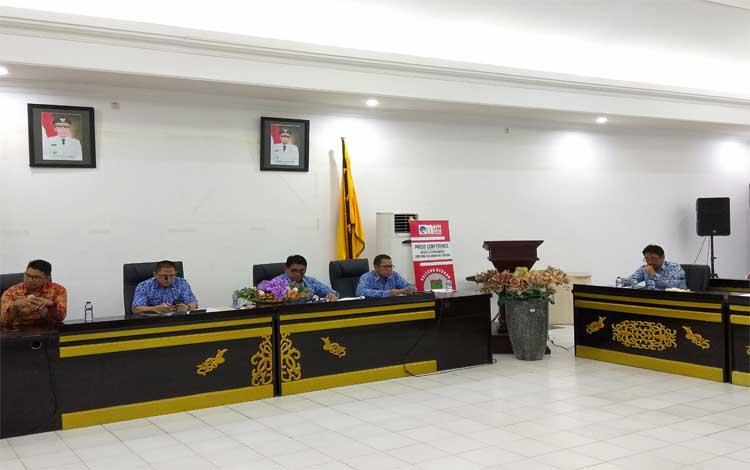 Kepala Dinas PUPR Kalteng Salahuddin menyampaikan ke awak media soal pembangunan infrastruktur yang rata-rata sudah mencapai 89 persen