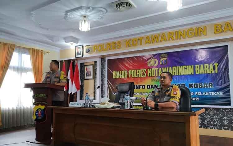 Kapolres Kobar AKBP Arie Sandi ZS, (kiri) sampaikan jelang pelantikan presiden dan wapres, masyarakat agar bijak bermedsos, Kamis, 17 Oktober 2019.