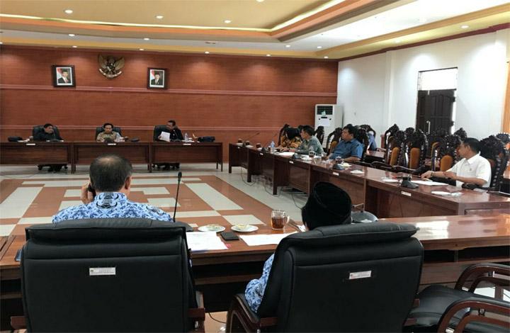 Suasana saat Bapemperda DPRD Kapuas gelar rapat bahas program legislasi 2020 di ruang rapat gabungan, Kamis 17 Oktober 2019