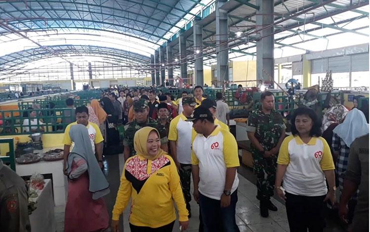 Bupati Kotawaringin Barat Hj Nurhidayah meresmikan bangunan Pasar Indra Sari Blok A dan Blok B, Pangkalan Bun, Jumat, 18 Oktober 2019.
