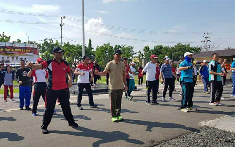 Jajaran Polres Kapuas olahraga bersama Forkopimda perkuat sinergi wujudkan wilayah kondusif, Jumat 18 Oktober 2019