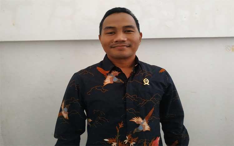 Ketua Pengadilan Agama Kuala Pembuang, Roni Fahmi. Sementara itu kasus perceraian yang ditangani Pengadilan Agama Kuala Pembuang didominasi hadirnya orang ketiga dalam rumah tangga