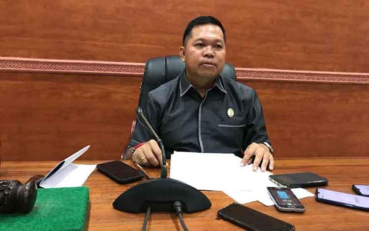 Wakil Ketua I DPRD Kapuas, Yohanes mengatakan, Komisi IV DPRD Kapuas mengagendakan rapat dengar pendapat (RDP) dengan Dinas Pendidikan dan Kemenag, Senin, 21 Oktober 2019, besok.