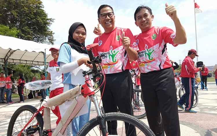 Yuliani Naysilla tidak menyangka bisa membawa pulang hadiah utama berupa sepeda pada Peringatan Hari Olahraga Nasional atau Haornas di halaman kantor Gubernur Kalteng, Jumat 18 Oktober 2019