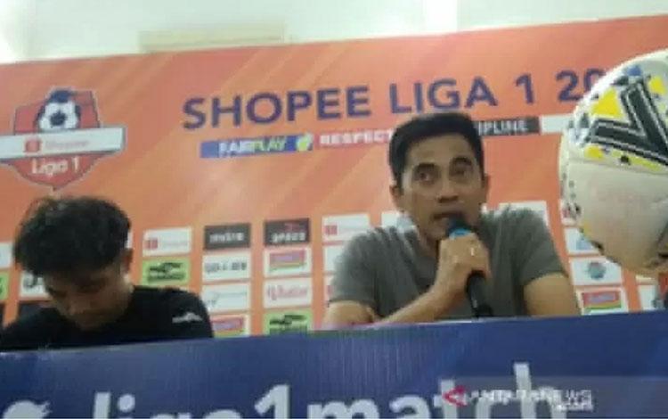 Pelatih Klub Sepak Bola PSS Sleman Seto Nurdiantoro. (FOTO ANTARA/Luqman Hakim)