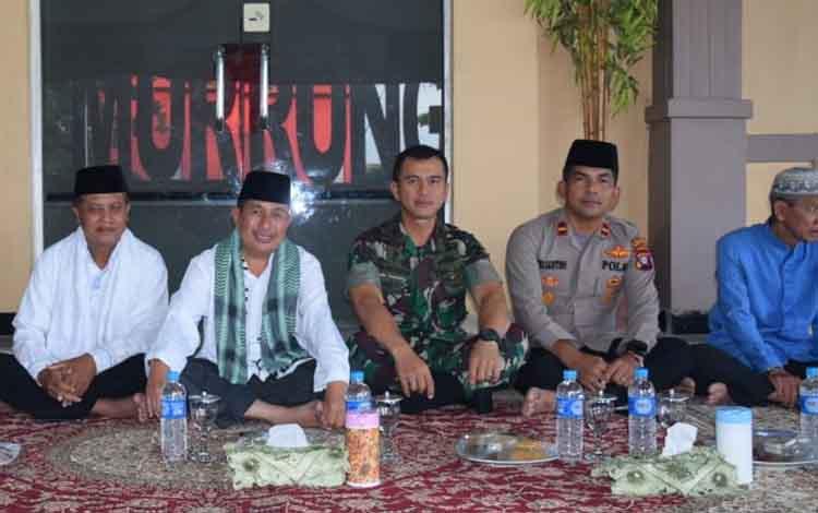 Kapolsek Murung bersama tokoh agama yang akan dengan mengharapkan tidak adanya perpecahan jelang pelantikan presiden, Sabtu 19 Oktober 2019