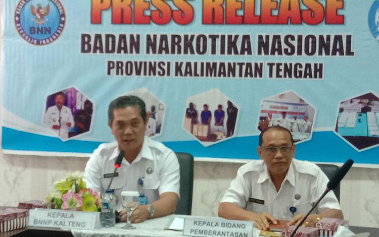 Kepala BNNP Kalteng Kombes Pol Marudut Hutabarat saat menjelaskan, BNNP Kalteng akan menelusuri peredaran narkotika di pertambangan dan perkebunan.