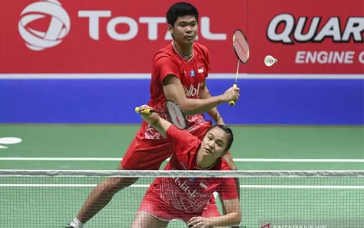 Ganda campuran Indonesia Praveen Jordan (atas) dan Melati Daeva Oktavianti. (ANTARA FOTO/Hafidz Muba