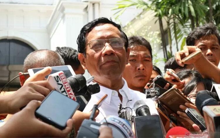 Mahfud MD di halaman Istana Negara, Jakarta pada Senin (21/10/2019). (Bayu Prasetyo)