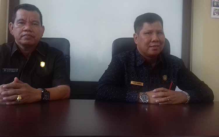 Ketua DPC Partai Gerindra H Ary Dewar dan sekretarisnya Juliansyah.  Ketua DPC Partai Gerindra H Ary Dewar menegaskan bakal calon yang mendaftar di partai harus mereka ketahui berapa besar kemampuannya terutama soal dana bakal calon.
