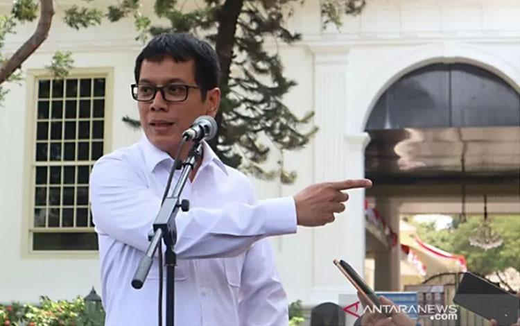 Wishnutama berbicara kepada wartawan usai menghadap Presiden Joko Widodo di halaman Istana Negara Jakarta.