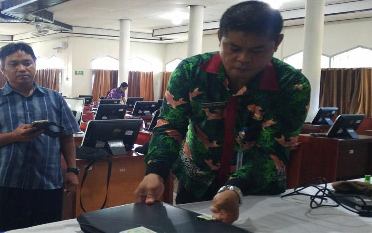 Kepala BKD Kotim Alang Arianto memberikan keterangan mengenai formasi CPNS, Selasa, 22 Oktober 2019