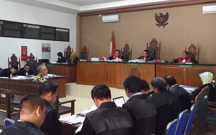 Ahli penyedia barang dan jasa dari LKPP saat memberikan keterangan di persidangan.
