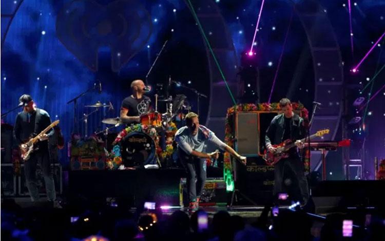 Coldplay saat tampil di festival musik iHeartRadio di T-Mobile Arena, Las Vegas, AS (22/9/2017) (REU