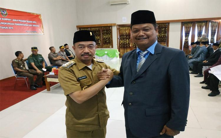 Bupati Seruyan Yulhaidir salam komando bersama Djainudin Noor saat diumumkan sebagai Pj Sekda, Selasa sore 22 Oktober 2019. Pj Sekda ini terpilih melalui proses voting