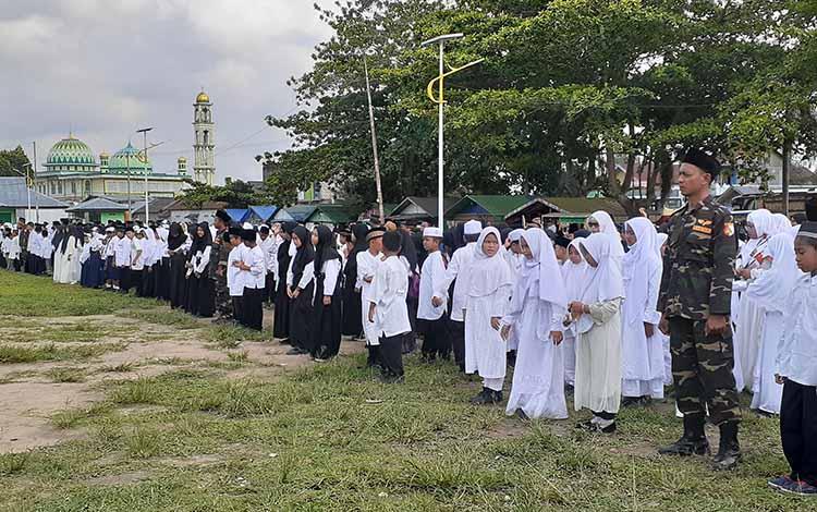 Dalam momen peringatan Hari Santri Nasional (HSN) tahun 2019 di Bumi Gawi Barinjam, Wakil Bupati Sukamara, H Ahmadi menegaksan, bahwa santri bukanlah kaum tradisional, melainkan kaum intelektual.