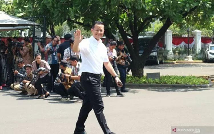 Anggota Komisi VI DPR dari fraksi PDI Perjuangan Juliari Batubara merapat ke istana kepresidenan Jakarta, Selasa (21/10). ANTARA FOTO/Desca Lidya Natalia.