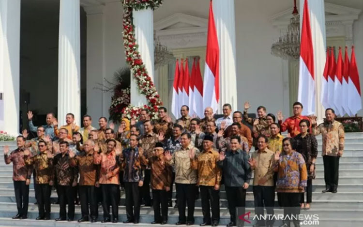 Presiden Jokowi dan Wapres Ma\\\\\\\\\\\\\\\'ruf Amin serta para Menteri Kabinet Indonesia Maju berfoto bersama di