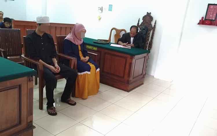 HA dan SL menjalani sidang di Pengadilan Negeri Palangka Raya, Rabu 23 Oktober 2019. Pasangan suami istri ini disidang karena kasus sabu